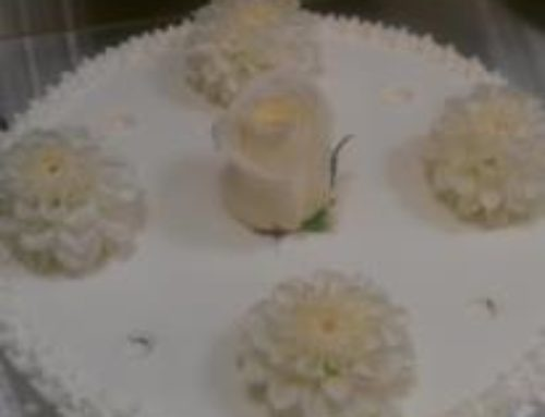 4 Etagers kage m. blomster, hvid ikke samlet